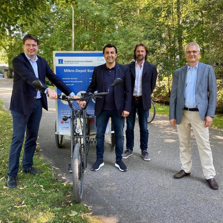 Foto (v.l.): Florian von Brunn (MdL), Arif Taşdelen (MdL), Michael Hauck (Sprecher des AK Umwelt der SPD Nürnberg) und Prof. Dr. Ralf Bogdanski (Technische Hochschule Nürnberg)